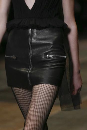 Falda Saint Laurent Precio más de 1000 euros