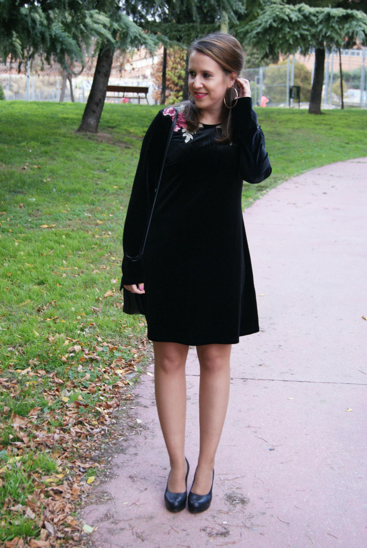 Vestido negro bordado primark